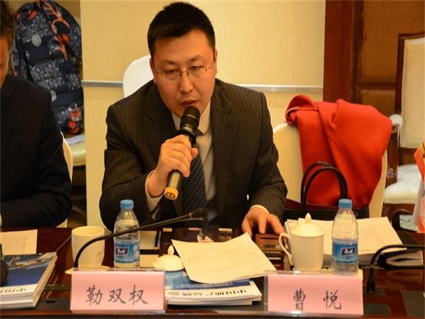 """靳双权律师作为""""说房网""""创始人在会场发言"""